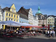 Buntes Treiben Auf Dem Altstadtmarkt