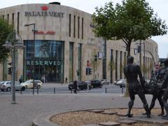 Rathausplatz mit Palais Vest